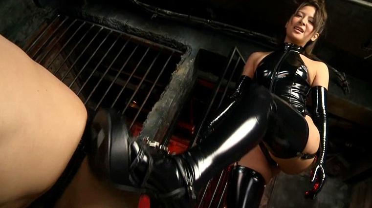 制御不能のおもらしおマ●コ 二宮ナナの脚フェチDVD画像4