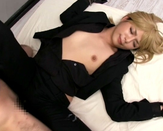 セイバーのレイヤー美少女が黒パンストを穿いて足裏コキの脚フェチDVD画像6