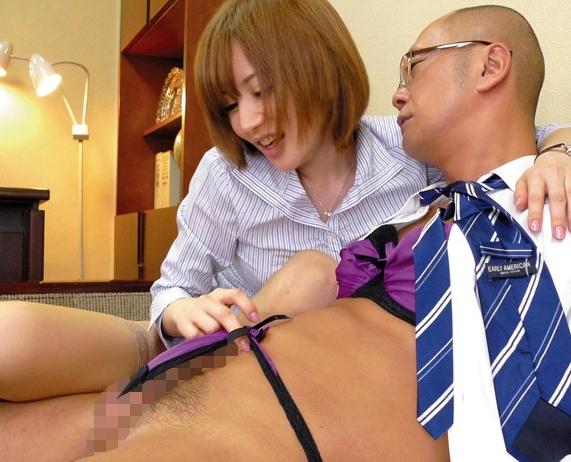 ド変態なエロ女教師がベロチューしながらパンスト足コキの脚フェチDVD画像4