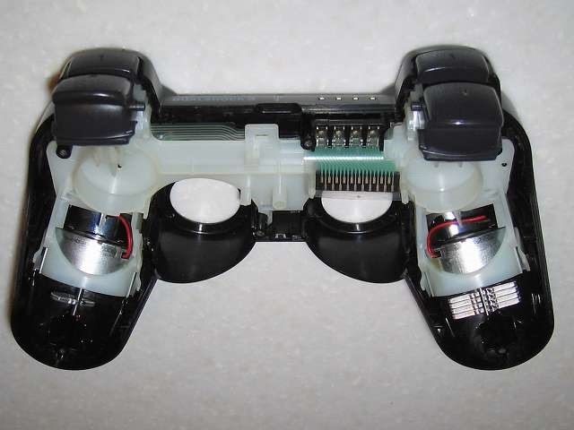 PS3 コントローラー持ち手の軋み音発生のため、メンテナンス時に取り外した振動モーターを元に戻しました