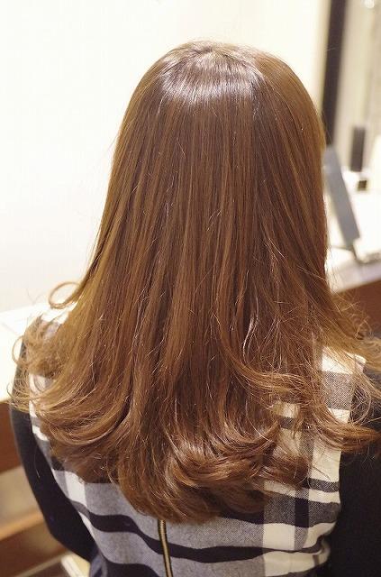 地毛です。 もともと髪が明るい上に強いくせ毛でした。じっくり、しっかりストレートをかけてきたら。くせ毛はかなり少なくなり。
