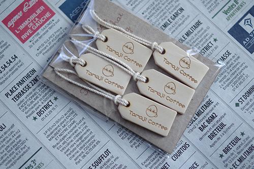 オーダーメイドのナチュラルな木製タグプレート