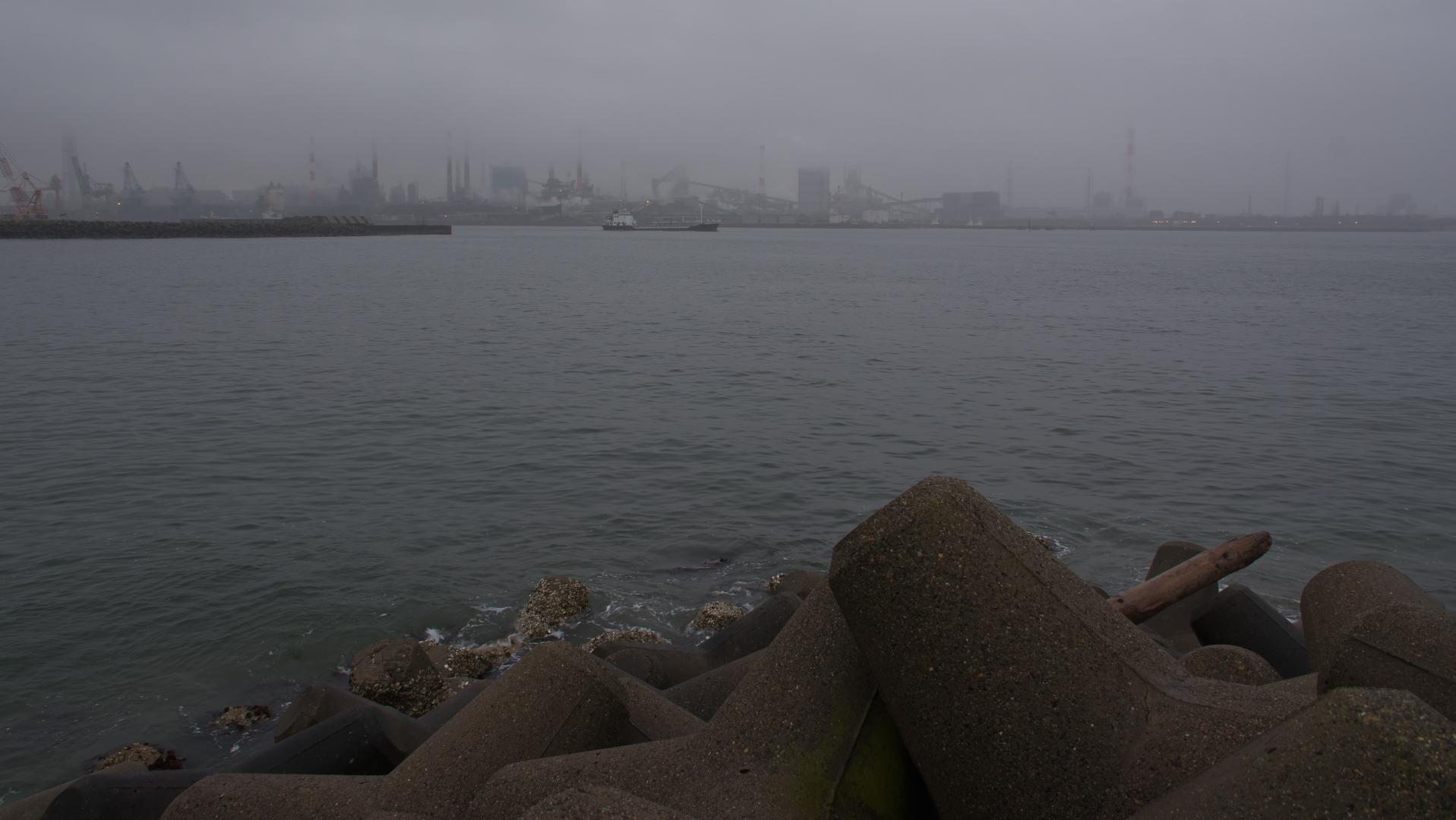 鹿島港、対岸鹿島製鉄所