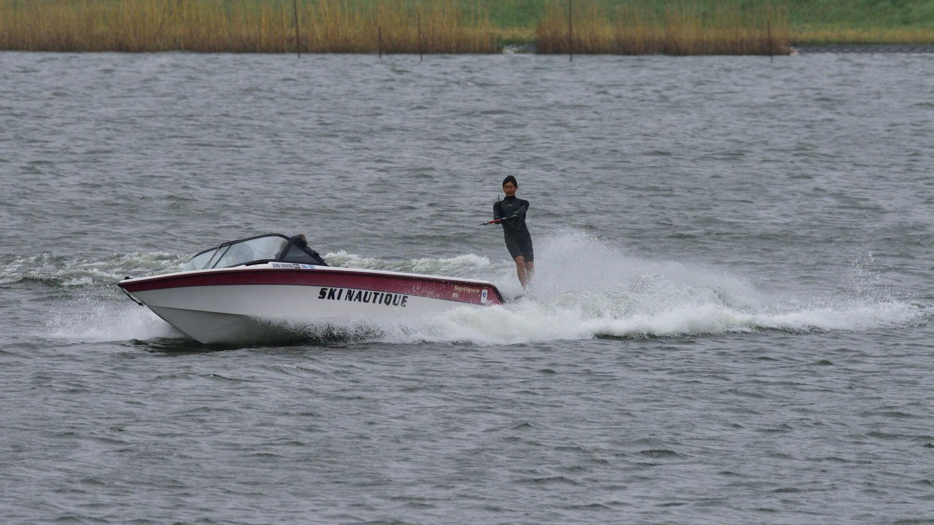 水上スキー快調!だが雨が・・・