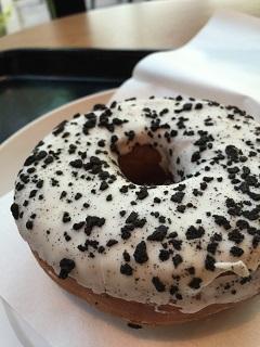 スターバックスコーヒージャパン ブラッククランブル&チーズクリームドーナツ