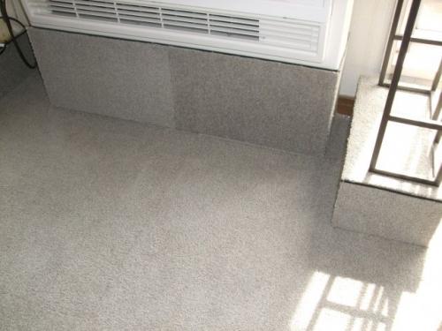 床置き暖房にウールタイルカーペット