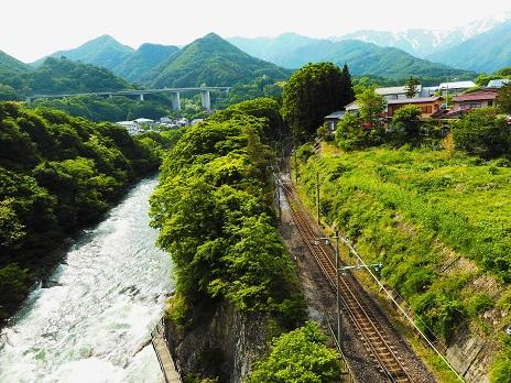 ⑤谷川岳を望む