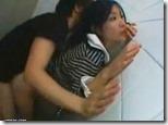 【夫婦生活妻の秘めごとエロ動画】公衆便所で肉便器、中出しされて茫然自失の人妻04