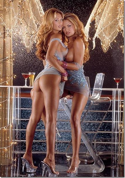10【エロ画像・世界の快道でイク!特別編】鏡の国に迷い込んだかに思える双子姉妹のポルノ女優Carol Bernaola01