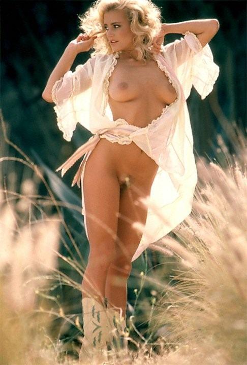 【エロ画像;世界の快道でイク!;ドイツ(Germany)編】美しきキミとアウトバーンの風を感じて・・Kimberly_Evenson02