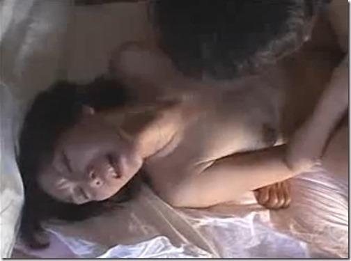 【近親相姦エロ動画:母子】不倫がバレて夫に逃げられた人妻、今度は大きく成長した息子にチンポに狂う
