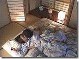【夜の夫婦生活、夫婦の秘めごと】家に若い男が泊りに来ると、人妻は何時もより激しく求める02