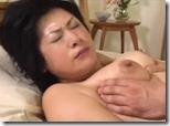 【近親相姦中出しエロ動画】母は息子の上で汗と愛欲にまみれて自らの腰を打ちつけ、中出しを要求する07