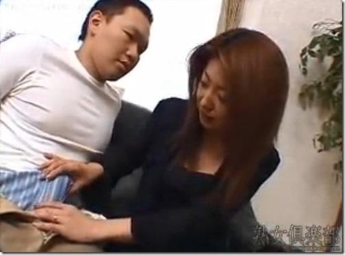 【夫婦生活妻の秘めごとエロ動画】違う女の残りがセックスレスの証拠。他人棒に生唾をのみ精液を美味しそうに飲む人妻
