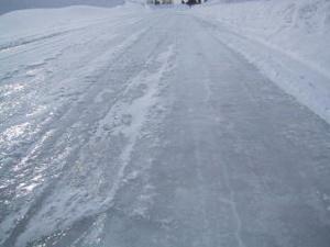 ツルツル凍結路面