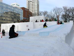 西10丁目カップヌードル滑り台