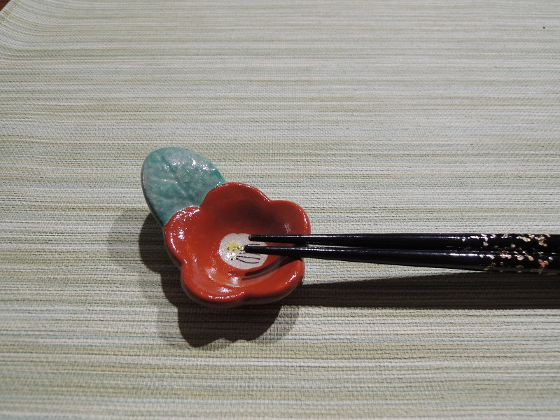 椿の箸置き