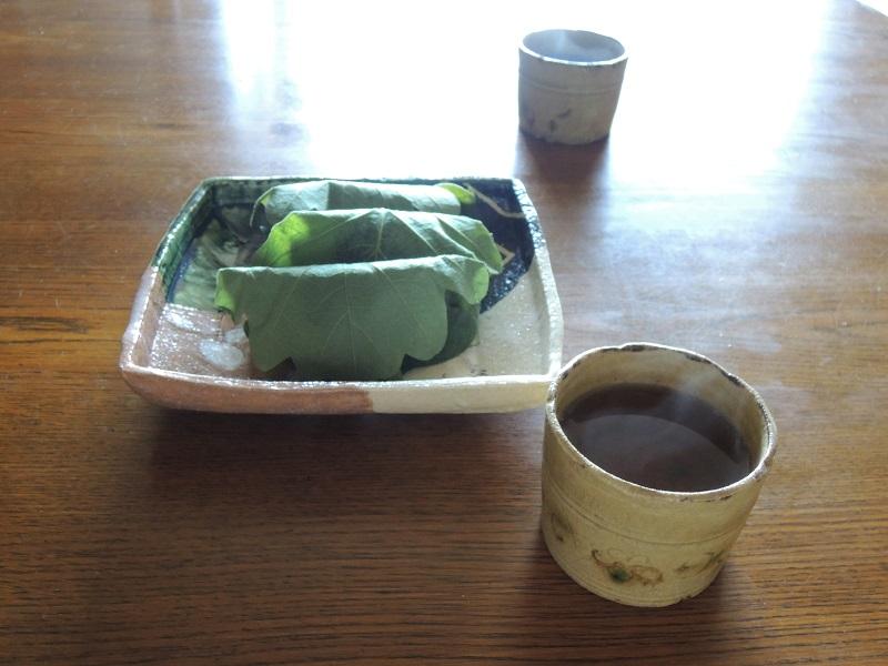 柏餅とほうじ茶