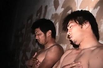 ゲイ動画:究極のエロス、高架下で男臭い体育会2人が。。。