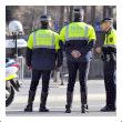 http://blog-imgs-75.fc2.com/r/i/b/ribochan/policia.jpg