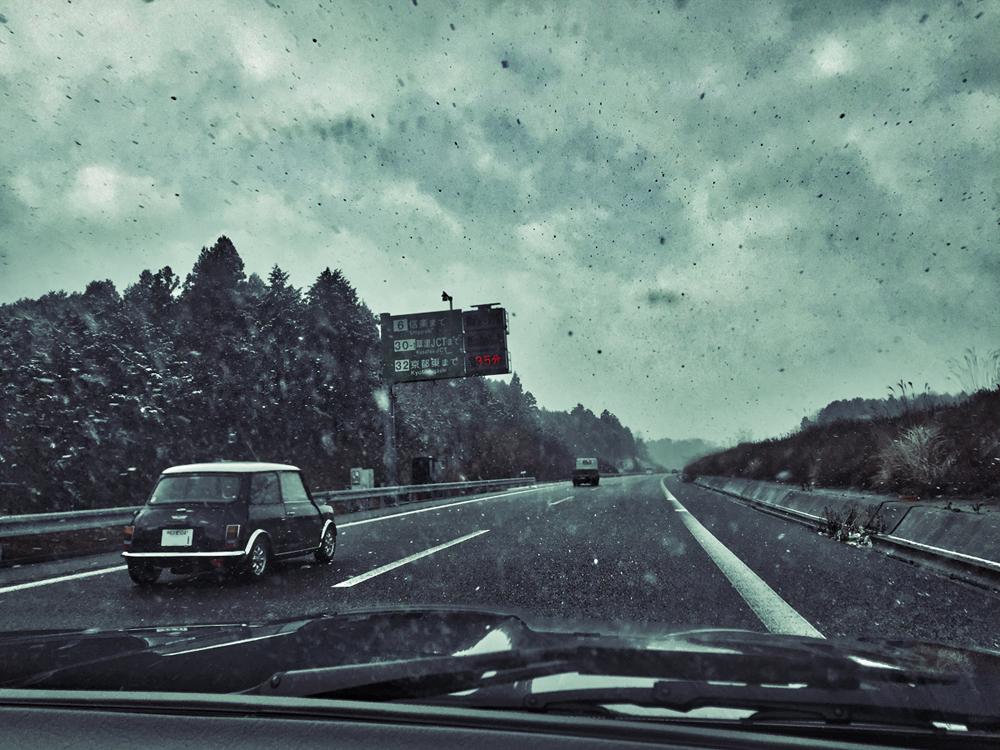 ジャガーの車窓からiPhone写真