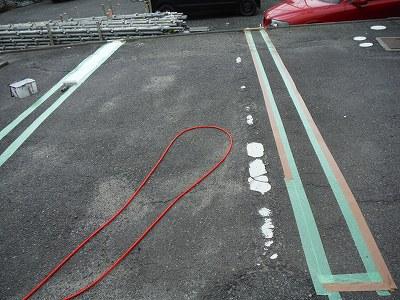 駐車場区画ライン施工中