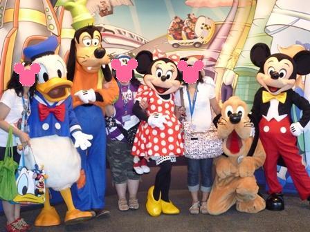 Disneyland_Mickey.jpg