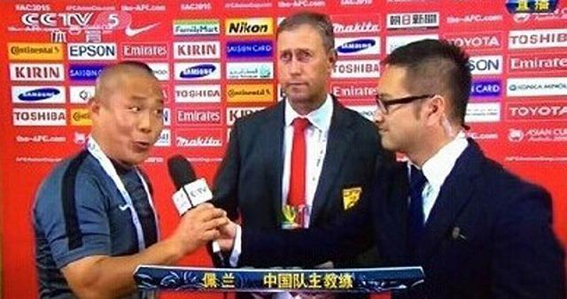 サッカーの通訳シーン